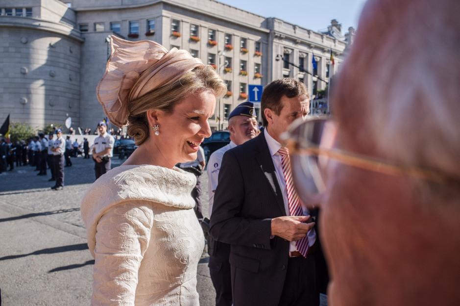 The new queen of Belgium, queen Mathilde, greets the crowd.