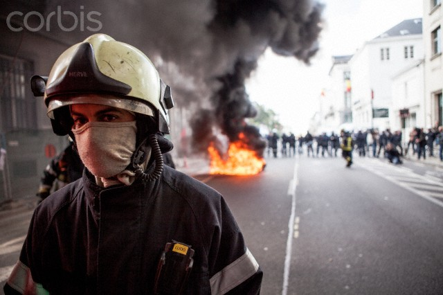 Firefighters protest in Brussels for better working conditions